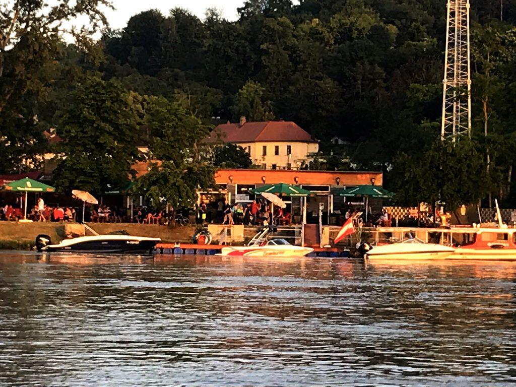 Portovelo von der Donau aus betrachtet